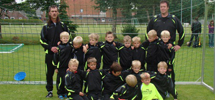 G-Jugend 2011/2012 mit neuen Trainingsanzügena